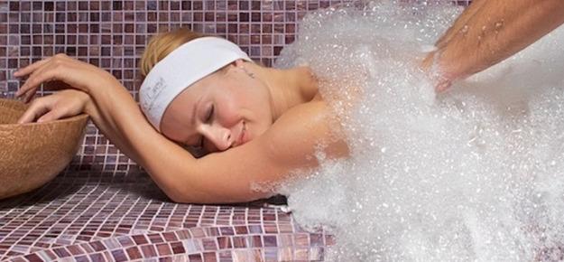 Турецкий массаж девушкам в бане массаж маслом секс домашние